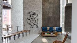 Conversation in Grey / Anagram Architects