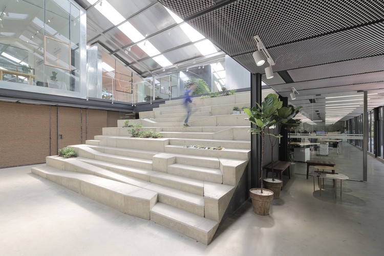 Work-Studio in a Plant-House / O-office Architects, © Liky Photos