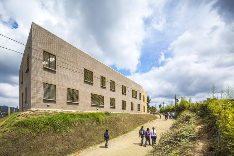 Instituição rural Chaparral / Plan:b arquitectos. Imagem © Alejandro Arango