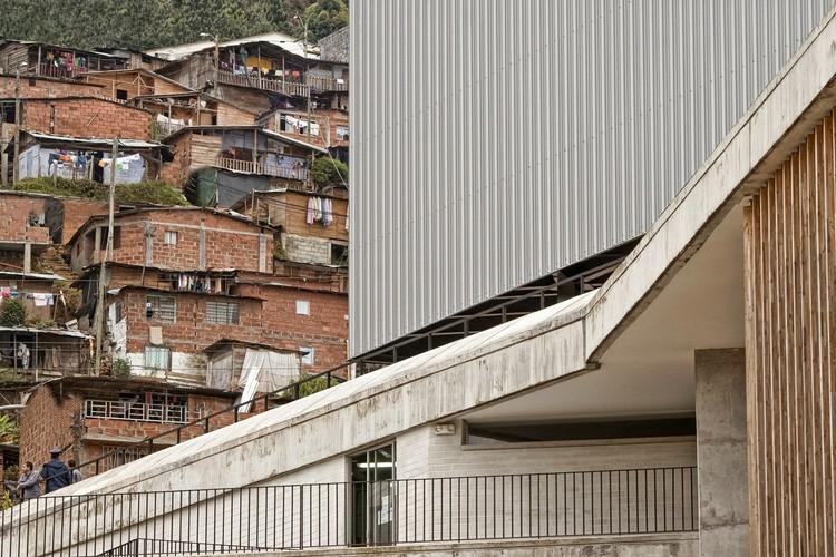Escola Antonio Derka / Obranegra Arquitectos. Imagem © Alejandro Arango