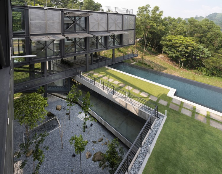 Cantilever house design unit sdn bhd archdaily for Architecture design malaysia house
