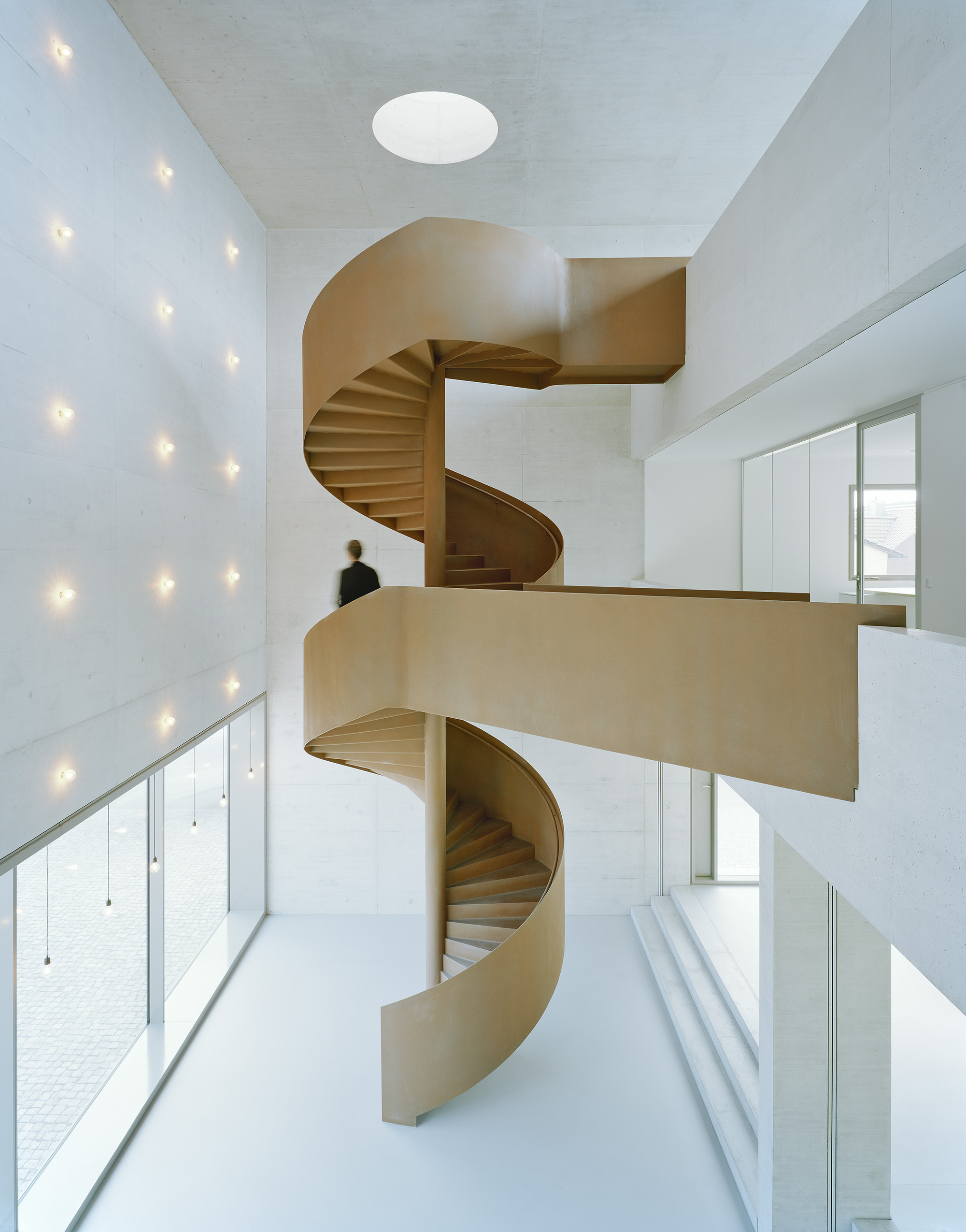 Greiner headquarter f m b architekten archdaily for Architecture spiral staircase