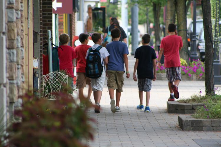 Segurança das crianças também é impactada pelo desenho urbano. Foto: Michigan Municipal League/Flickr-CC. Image Cortesia de The CityFix Brasil