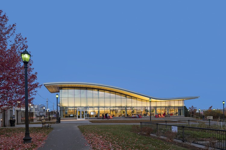 East Boston Branch Library / William Rawn Associates . Image © Robert Benson Photography