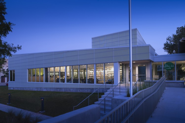 Rosa F. Keller Library and Community Center; New Orleans / Eskew+Dumez+Ripple. Image © Timothy Hursley