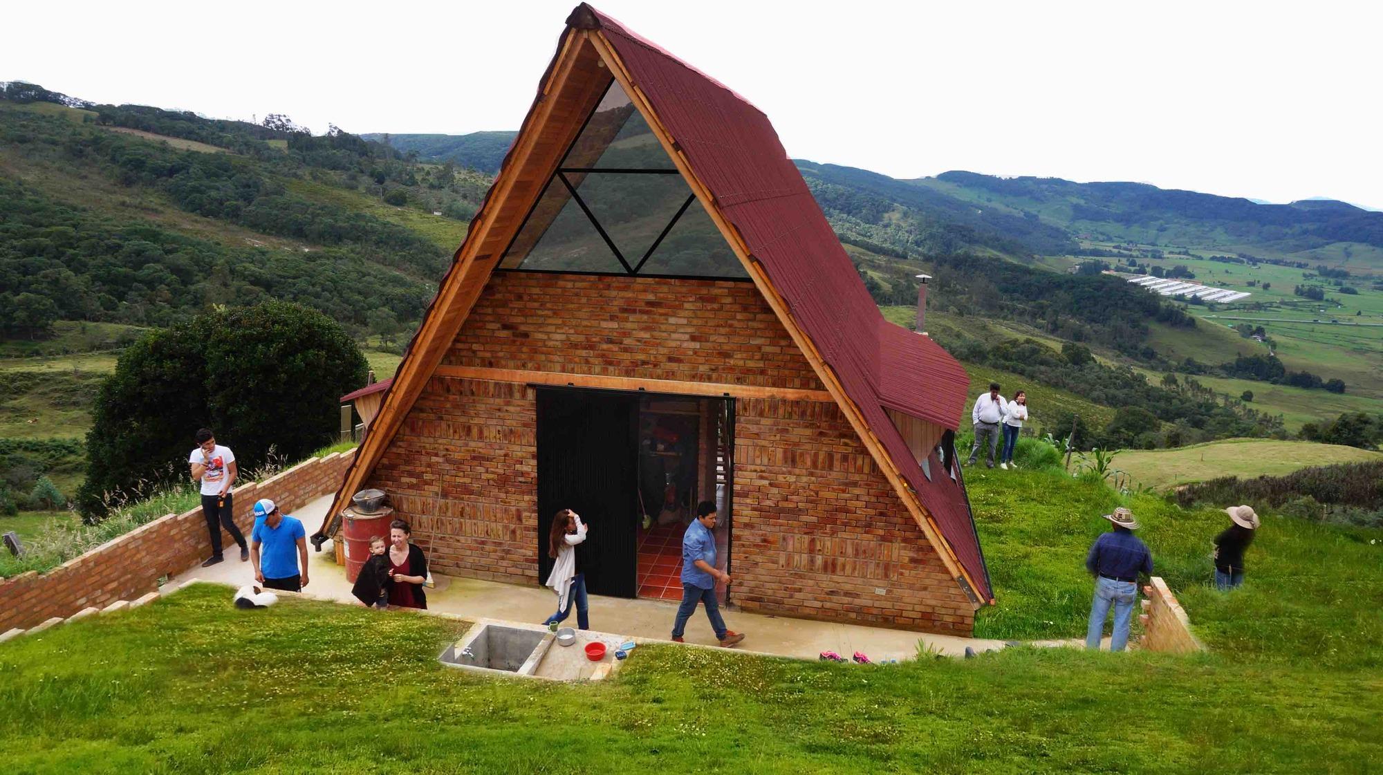 Vivienda social rural estaci n espacial arquitectos for Vivienda arquitectura