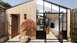 The Courtyard House / De Rosee Sa