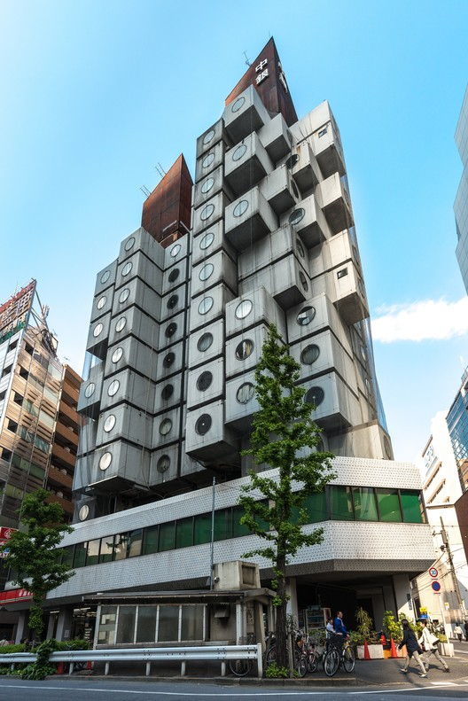 Nakagin Capsule Tower, Tokyo. Image © <a href='https://commons.wikimedia.org/wiki/File:Nakagin.jpg'>Wikimedia user Jordy Meow</a> licensed under <a href='https://creativecommons.org/licenses/by-sa/3.0/deed.en'>CC BY-SA 3.0</a>