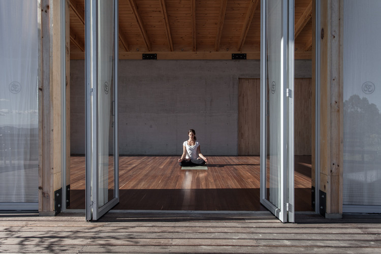 Studio for Yoga-Kamadhenu / Carolina Echevarri + Alberto Burckhardt. Cundinamarca, Colombia. Image © Juan Cristobal Cobo