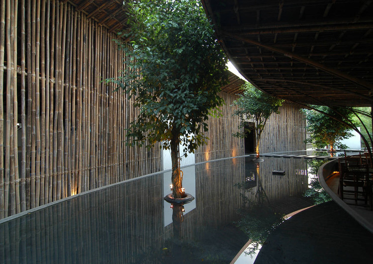 wNw Cafe / Vo Trong Nghia Architects. Binh Duong Province, Vietnam. Image © Dinh Thu Thuy