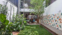 Casa Geminada  / CR2 Arquitetura
