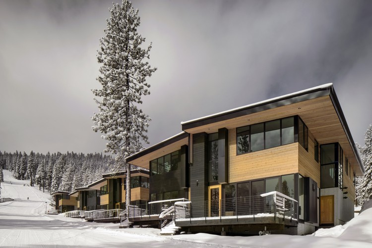 Stellar Residences and Townhomes at Northstar; Truckee, California / Bohlin Cywinski Jackson. Image © Nic Lehoux