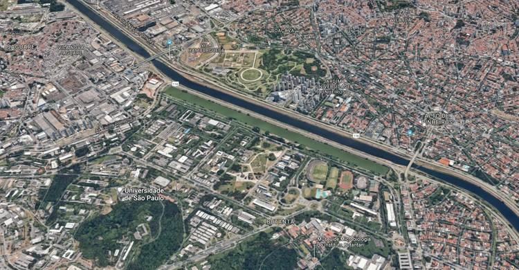 Raia olímpica da USP ao centro da imagem. Image © Google Maps