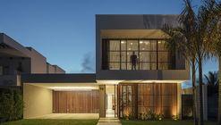 Casa Olhos D'água  / Aguirre Arquitetura