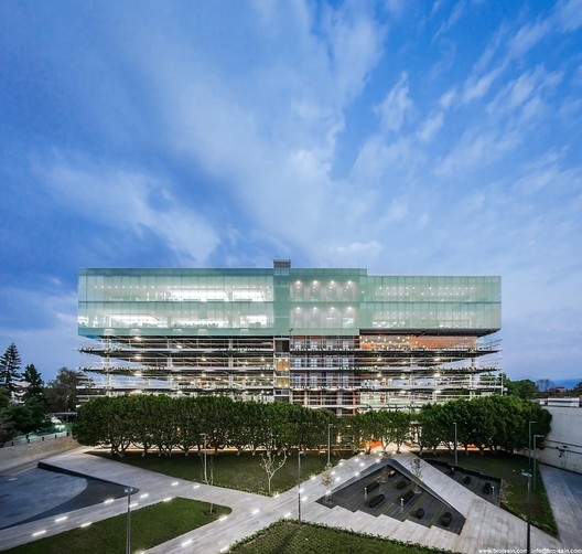 Banorte Financial Group / BROISSIN