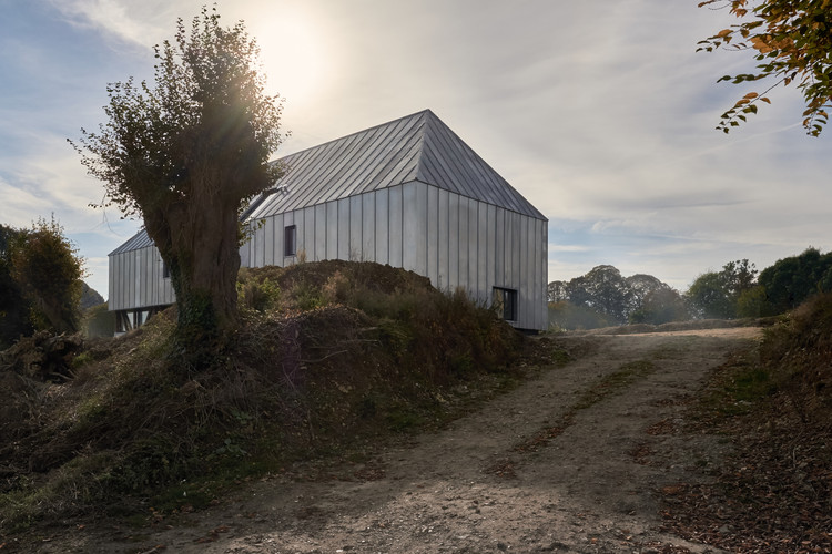 the barn ziegler antonin architecte archdaily. Black Bedroom Furniture Sets. Home Design Ideas
