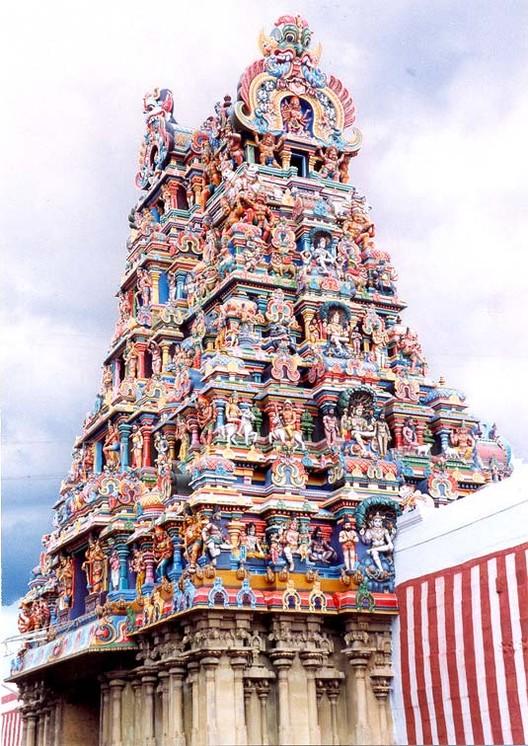 © <a href='https://commons.wikimedia.org/wiki/File:Gopuram-madurai.jpg'>Wikimedia user Nataraja</a> licensed under <a href='https://creativecommons.org/licenses/by-sa/1.0/deed.en'>CC BY-SA 1.0</a>