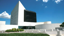 I.M. Pei's Inspiration: A Comparison of Masterful Architecture with Minimalist Art