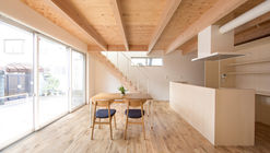 House in Umezu / koyori + DATT
