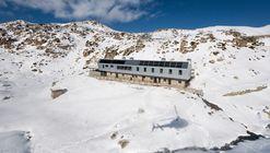 Refugi Guardat de L'illa  / Arteks Arquitectura + Ginjaume Arquitectura i Paissatge