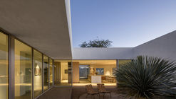 La casa de los patios / HK Associates Inc