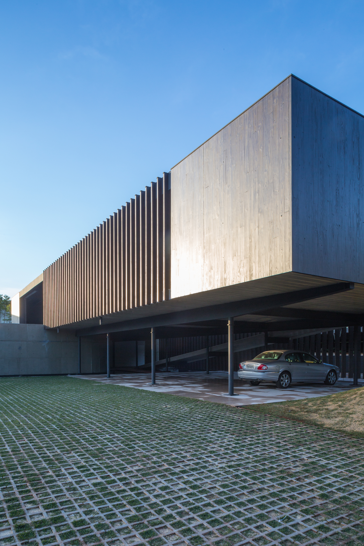 Galeria de casa maria jos sergio sampaio arquitetura 12 for Fachadas de oficinas modernas