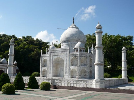 A replica Taj Mahal at the Window of the World Theme Park, Shenzhen, China © Flickr user jlcalgary. Licensed under CC BY-NC-ND 2.0