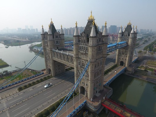 Tower Bridge's identical twin in Suzhou, China via CCTV