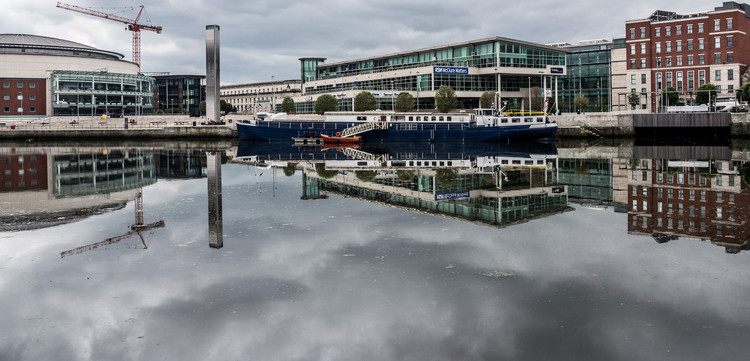 The Waterfront Hall sits on the banks of the River Lagan in Belfast city centre. © Flickr user infomatique. Licensed under CC BY-SA 2.0