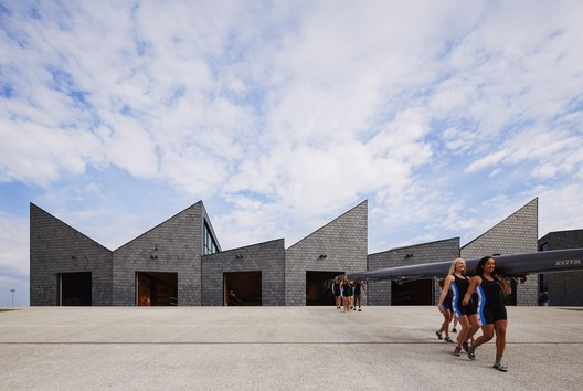 WMS Boathouse at Clark Park / Studio Gang. Image © Steve Hall | Hedrich Blessing