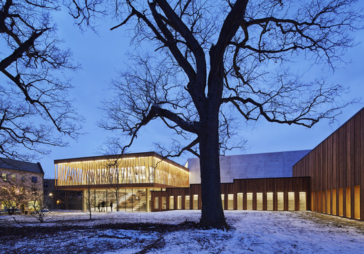 Writers Theatre / Studio Gang Architects. Image © Steve Hall | Hedrich Blessing