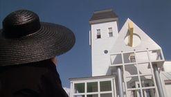 En Beetlejuice, Tim Burton logró hacer de la casa un protagonista más