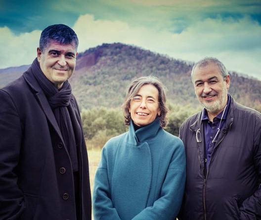 Rafael Aranda (left), Carme Pigem and Ramón Vilalta, founders of RCR Arquitectes and 2017 Pritzker Prize winners. Image © Javier Lorenzo Domínguez