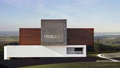 Casa LA  / Studio Guilherme Torres