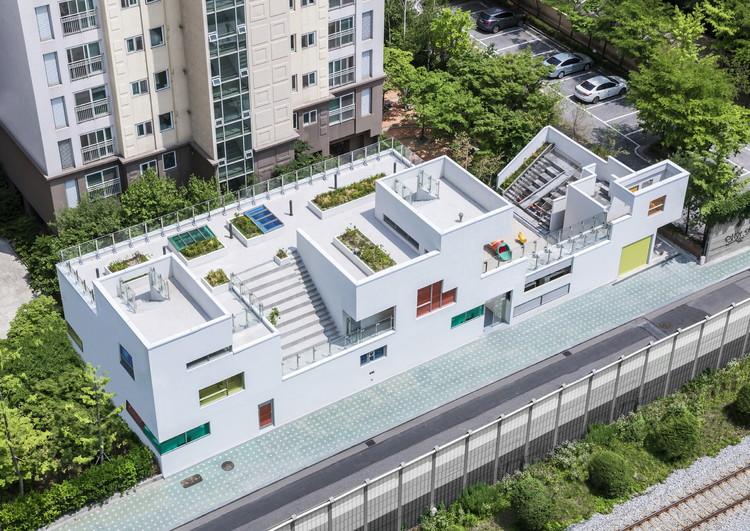 Jardín infantil Tetris / IROJE KHM Architects, © Sergio Pirrone