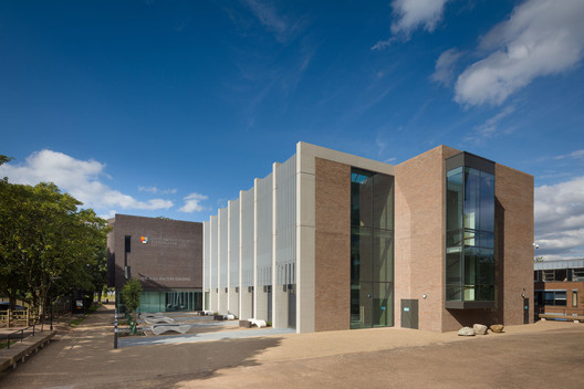 Alan Walters Building, University of Birmingham / Berman Guedes Stretton. Image © Quintin Lake