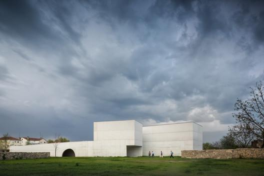 Nadir Afonso Contemporary Art Museum / Álvaro Siza Vieira. Image © Fernando Guerra | FG+SG