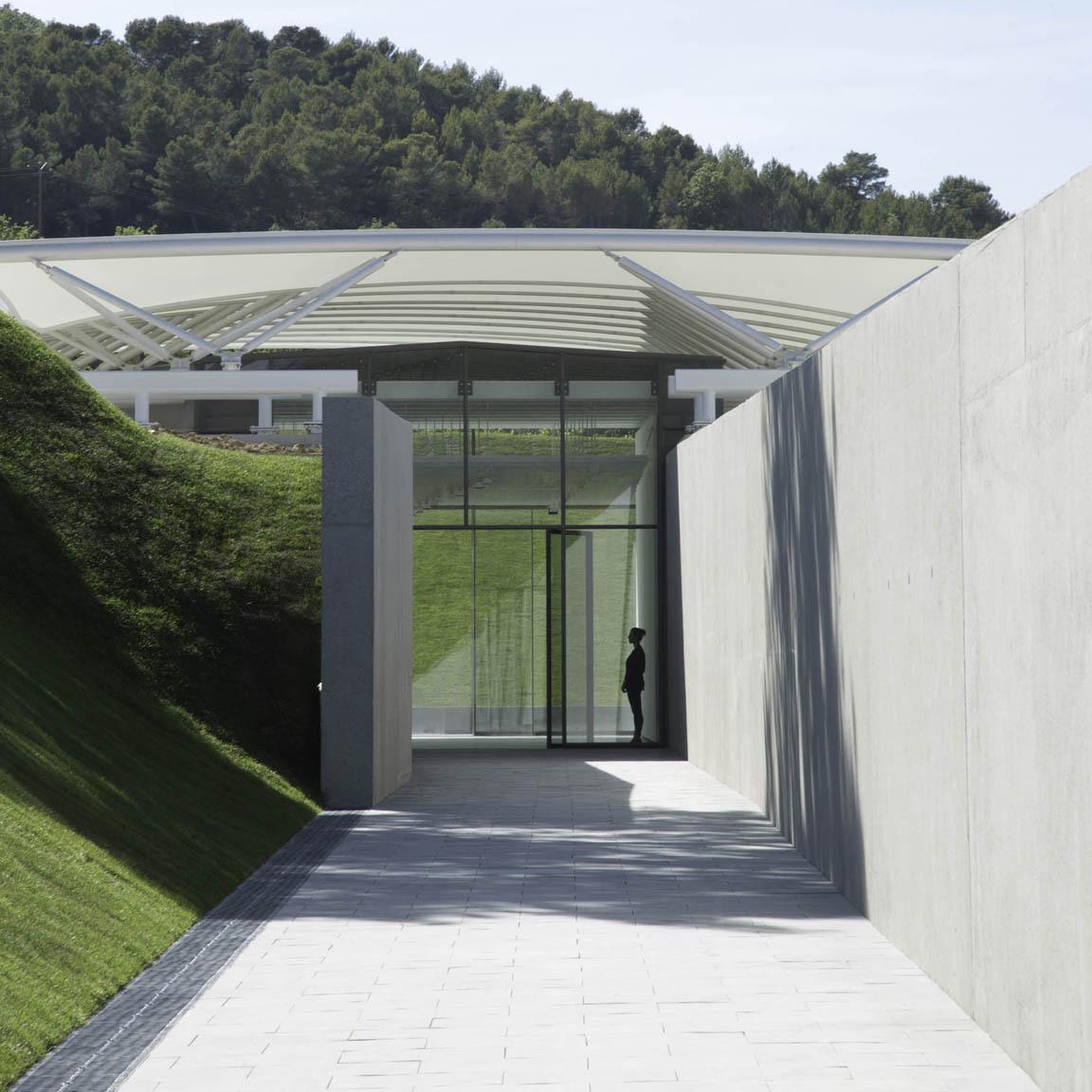Gallery: Château La Coste Art Gallery / Renzo Piano Building