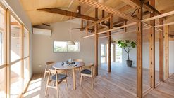 House Between Pillars / Camp Design