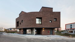 Boombox House / 2m2 architects