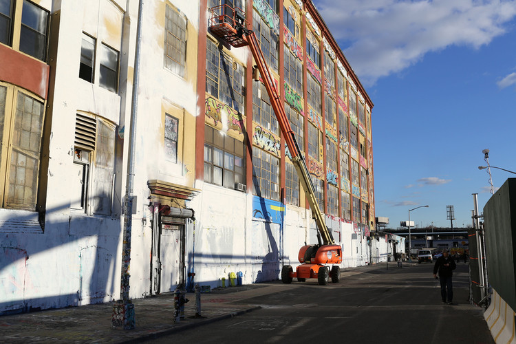 5 Pointz, the day after it was whitewashed under cover of night by the building's owners. Image © <a href='https://www.flickr.com/photos/timothykrause/10952614826'>Flickr user timothykrause</a> licensed under <a href='https://creativecommons.org/licenses/by/2.0/'>CC BY 2.0</a>