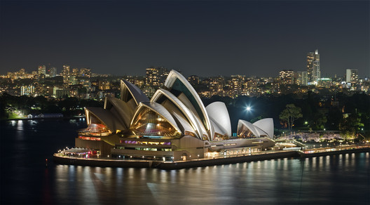 © <a href='https://en.wikipedia.org/wiki/Sydney_Opera_House#/media/File:Sydney_Opera_House_-_Dec_2008.jpg'>Wikimedia user Diliff</a> licensed under <a href='https://creativecommons.org/licenses/by-sa/3.0/deed.en'>CC BY-SA 3.0</a>