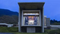 House Near El Cerro De Chipinque / Surber Barber Choate + Hertlein Architects