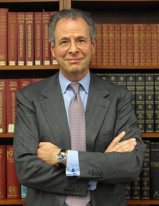 André Corrêa do Lago é o primeiro brasileiro a integrar o júri do Pritzker, André Corrêa do Lago. Cortesia da comissão do Pavilhão do Brasil na Bienal de Veneza 2014