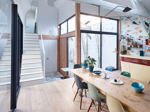 between two patios overcode architecture urbanism daydec design. Black Bedroom Furniture Sets. Home Design Ideas