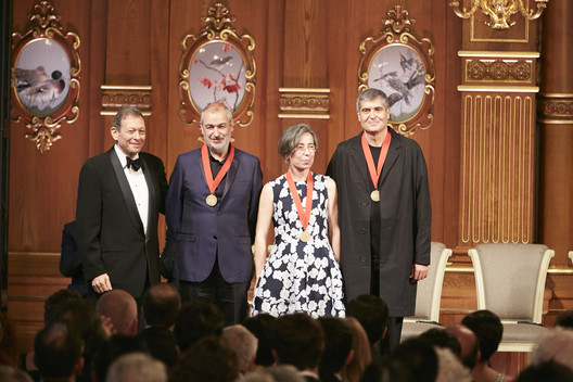 Thomas Pritzker (left) with Ramon Vilalta, Carme Pigem and Rafael Aranda. Image © The Hyatt Foundation / Pritzker Architecture Prize