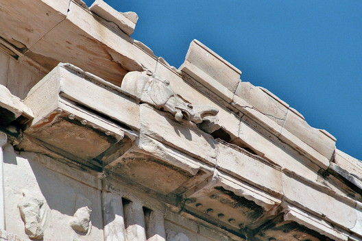 Sculptured Horse Head. Eastern Pediment. Image © Wikipedia User: Rabe!. Licensed Under CC BY-SA 3.0