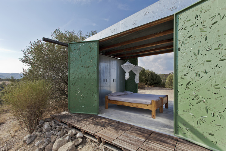 The Olive Tree House  / Eva Sopeoglou, © Mariana Bisti