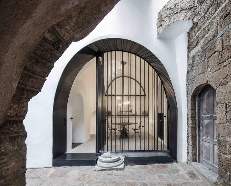 Cueva moderna / Pitsou Kedem Architects, © Amit Geron