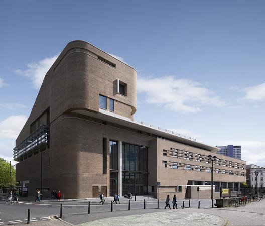 Chetham's School of Music – Stoller Hall, Manchester by Stephenson Studio. Image ©Daniel Hopkinson